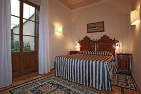 11 Comfortable (3-star) Hotel Florence 2RO