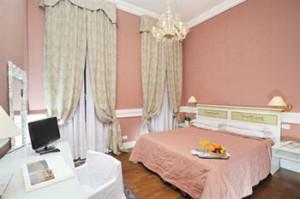 Venice-3-star-Hotel-7RO-ID-233-Castello