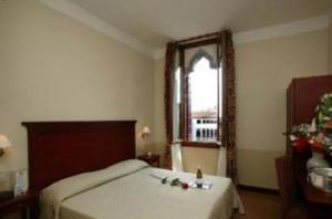 Venice-3-star-Hotel-4RO-ID-280-Santa-Croce
